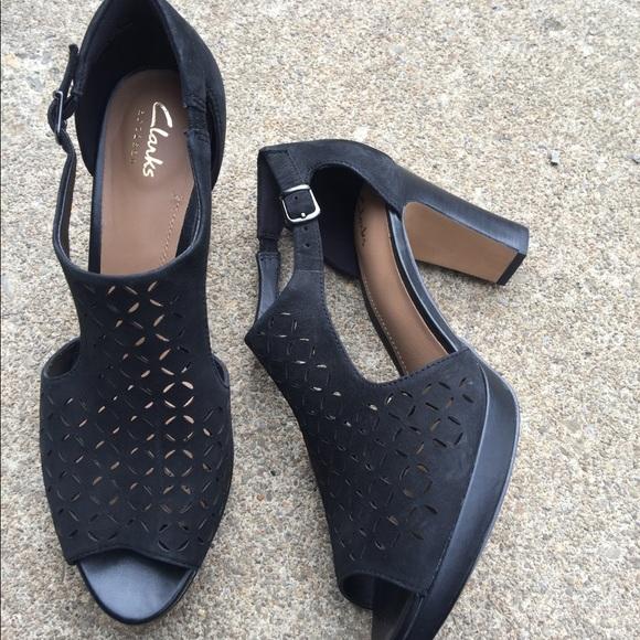 25bc2b25beb Women s Clarks Artisan Black Heeled Sandals 8.5M